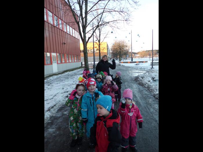 Tässä om Maahiset, ryhmässä on 14 lasta ja 3 pedagogia.